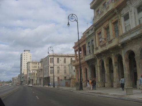 La fachada de la Habana, frente al Malecon - Picture by Jocy Medina