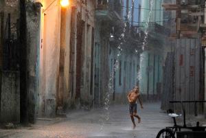Habana Vieja, niño, aguacero
