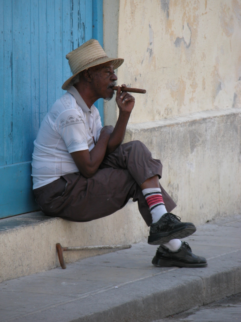 fumando tabaco by freeimages